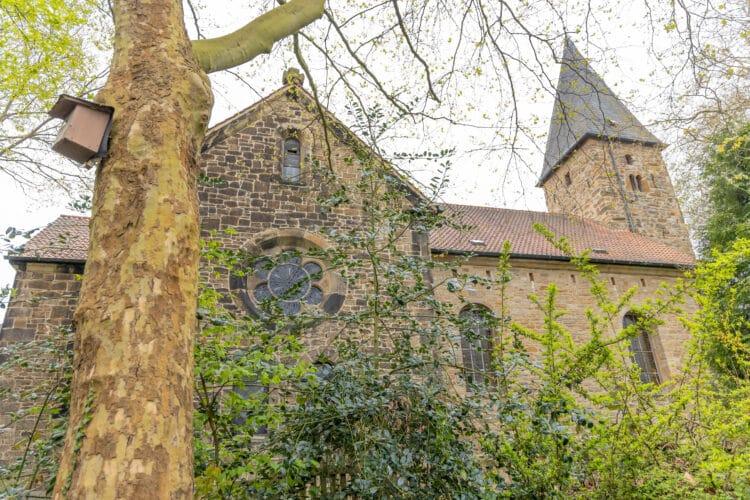 Bis heute bewahrte die Evangelische Kirchengemeinde Eichlinghofen die Handschriften. (Fotos: Verlag)