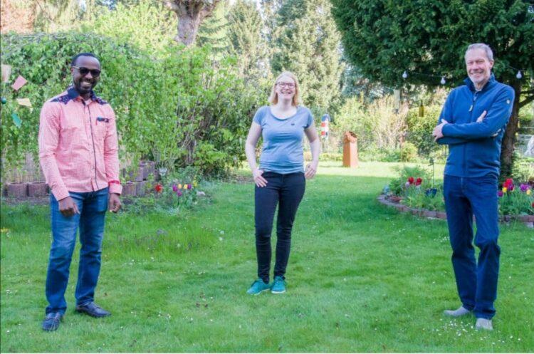 Armel Dijne (Ratsmitglied), Miriam Bensing und Hubertus Feltmann (v. l. n. r.) sind die Kirchlinder Stimmen der Grünen. Für die nächsten anderthalb Jahre haben sie sich für den Ortsteil einiges vorgenommen. (Foto: Feldmann)
