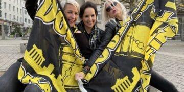 Suse, Jassi und Sandy – im Übrigen Bochumerinnen – hatten mangels Feier-Option zumindest ihr Equipment auf das Datum abgestimmt. (Fotos: Oliver Schaper/Wir in Dortmund)