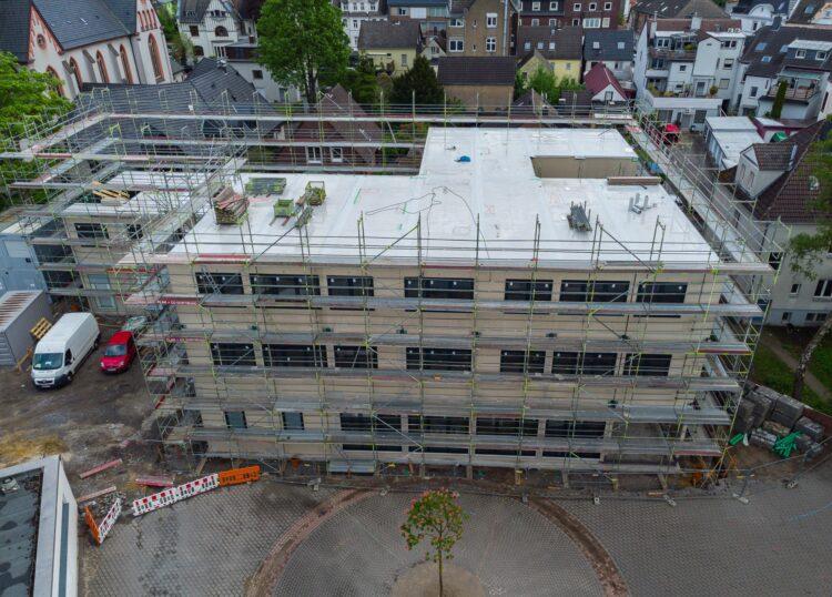 Das neue dreigeschossige Schulgebäude ist in seinen Strukturen schon gut zu erkennen. (Fotos: Wir in Dortmund)