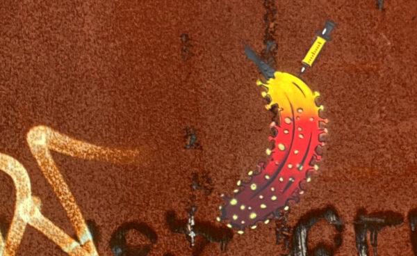 """""""Der Beginn der Banane"""" – Künstler Thomas Baumgärtel sprüht Impfbanane an Wand der Phoenixhalle"""