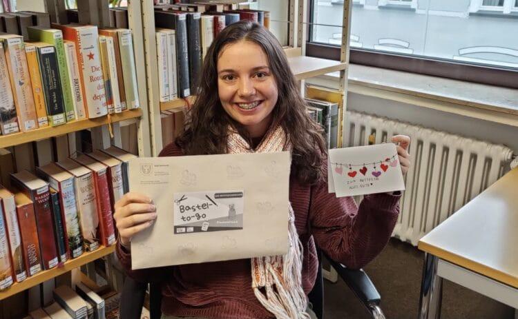 Katharina Freese, Leiterin der Bibliothek Hombruch, freut sich auf die Aktion. (Foto: Michaela Tegethoff)