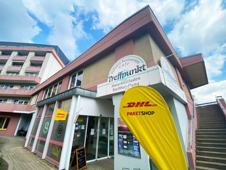 """Der neue DHL-Shop an der Mergelteichstraße 47 ist dem """"Treffpunkt Bio UG"""" angegliedert. (Foto: Stephan Schütze/Wir in Dortmund)"""