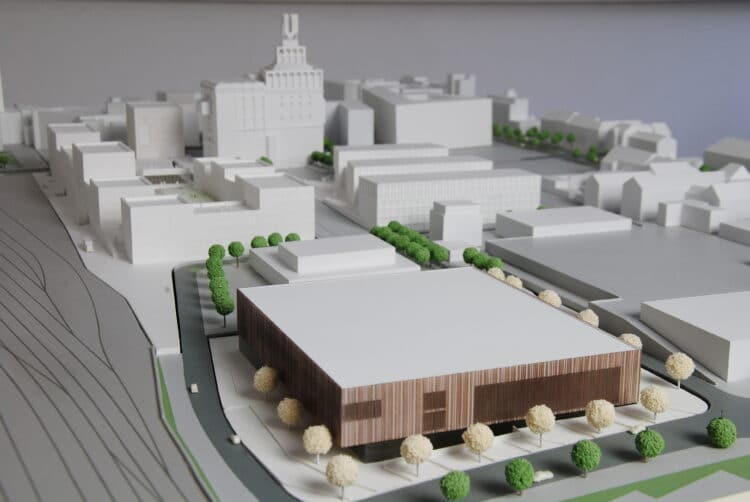 Ein Modell für die geplante Vierfachsporthalle. (Foto: Büro BÄUMLE Architekten | Stadtplaner)