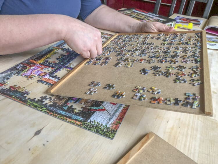 Gerade wenn Zeit eine Rolle spielt, ist gute Organisation beim Puzzeln selbstverständlich die halbe Miete. (Foto: Ilijas Selimovic)