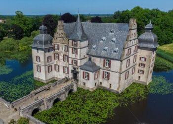 Das Schloss Bodelschwingh liegt inmitten einer beeindruckenden Gartenanlage. (Fotos: Wir in Dortmund)