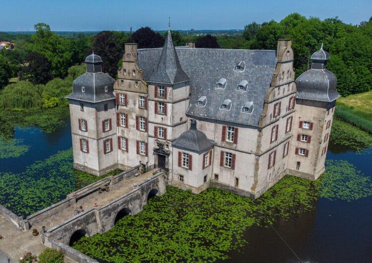 Auch im Schloss Bodelschwingh, das   inmitten einer beeindruckenden Gartenanlage liegt, finden am 12. September Führungen statt – allerdings nur mit Voranmeldung. (Foto: Wir in Dortmund)