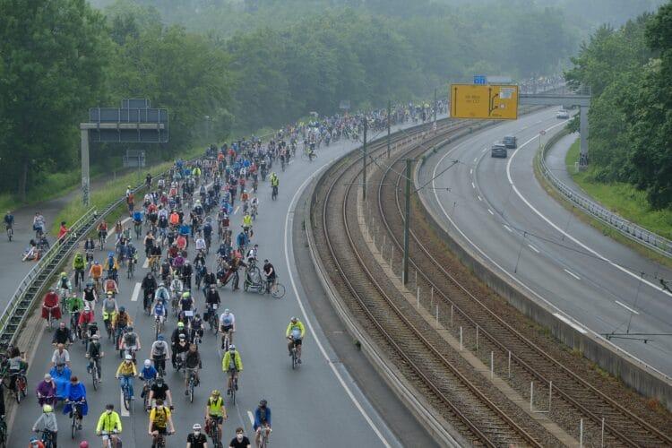 Auch von dem schlechten Wetter ließen sich die Menschen nicht abhalten. Wieder einmal wird deutlich,  wie wichtig den Dortmunder*innen das Radfahren ist. (Foto: Daniel Tiessen)