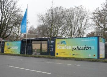 Sollen bei der klimafreundlichen Paketzustellung helfen: Überseecontainer. (Foto: Dortmund-Agentur/Katharina Kavermann)