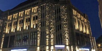 Das Gebäude leuchtet eindrucksvoll bei Nacht. (Foto: Katrin Pinetzki, Stadt Dortmund)