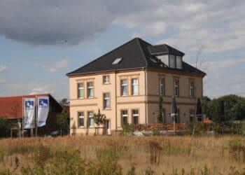 Der Hof Emscher-Auen liegt direkt am Hochwasserrückhaltebecken und ist ein beliebtes Ausflugsziel für Spazierende und Radfahrende. (Archivfoto: Wir in Dortmund)