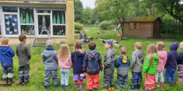 Die Kinder bedankten sich bei Sigrid Felsmann zum Abschied mit einem Lied. (Fotos: Familienzentrum Emscherwichtel)