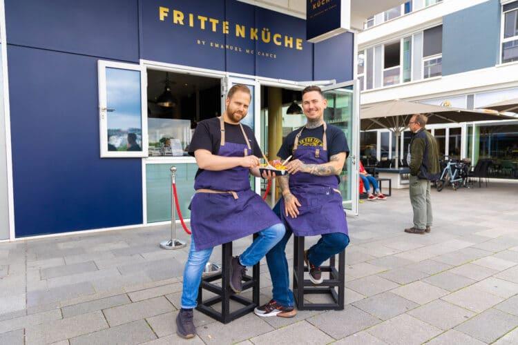 Für das Fritten-Special haben sich Emanuel Mc Cance von der Frittenküche (l.) und Pierre Beckerling vom Iuma (r.) zusammengetan. (Foto: Wir in Dortmund)