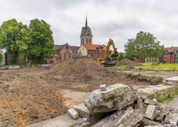 Dass für die Frerichwiese demnächst erst noch ein neuer Bauantrag gestellt werden muss, würde man dem Augenschein nach nicht annehmen. (Fotos: Wir in Dortmund)