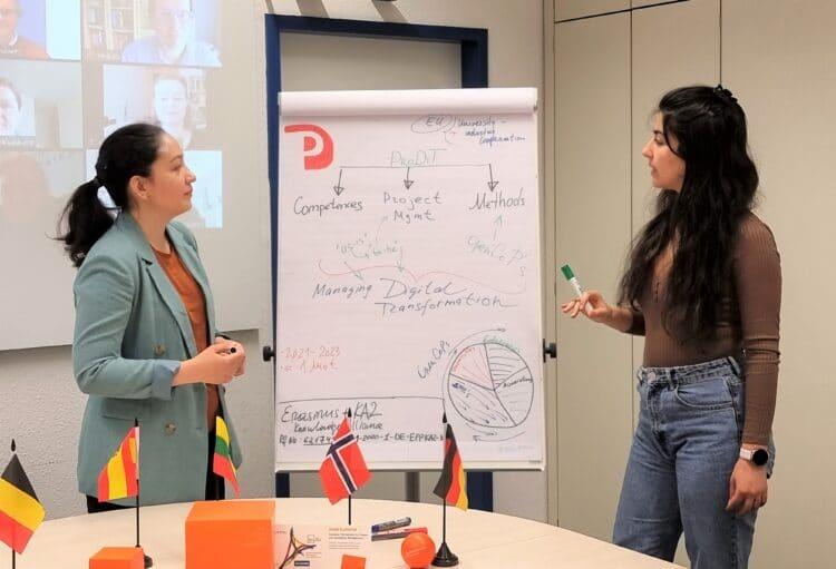 Anna Badasian(l.) undNargiza Mikhridinovatreiben das europaweite ProjektProDiTan der FH Dortmund federführend voran. (Fotos: FH Dortmund)