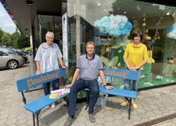 (v. l.) Evelin Büdel (Begegnung vor Ort), Tim Reißmann (Kreuzapotheke), und Lydia Eckert (Quartiersarbeit am Theodor-Fliedner-Heim) freuen sich auf viele Gespräche; (Foto: privat)