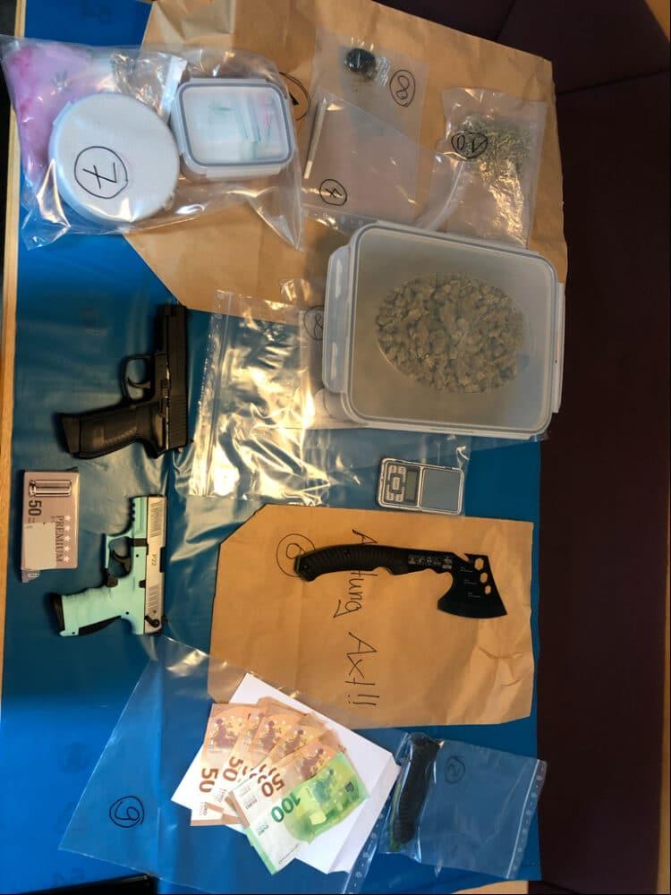 Diese Gegenstände wurden in der Wohnung sichergestellt. (Foto: Polizei Dortmund)