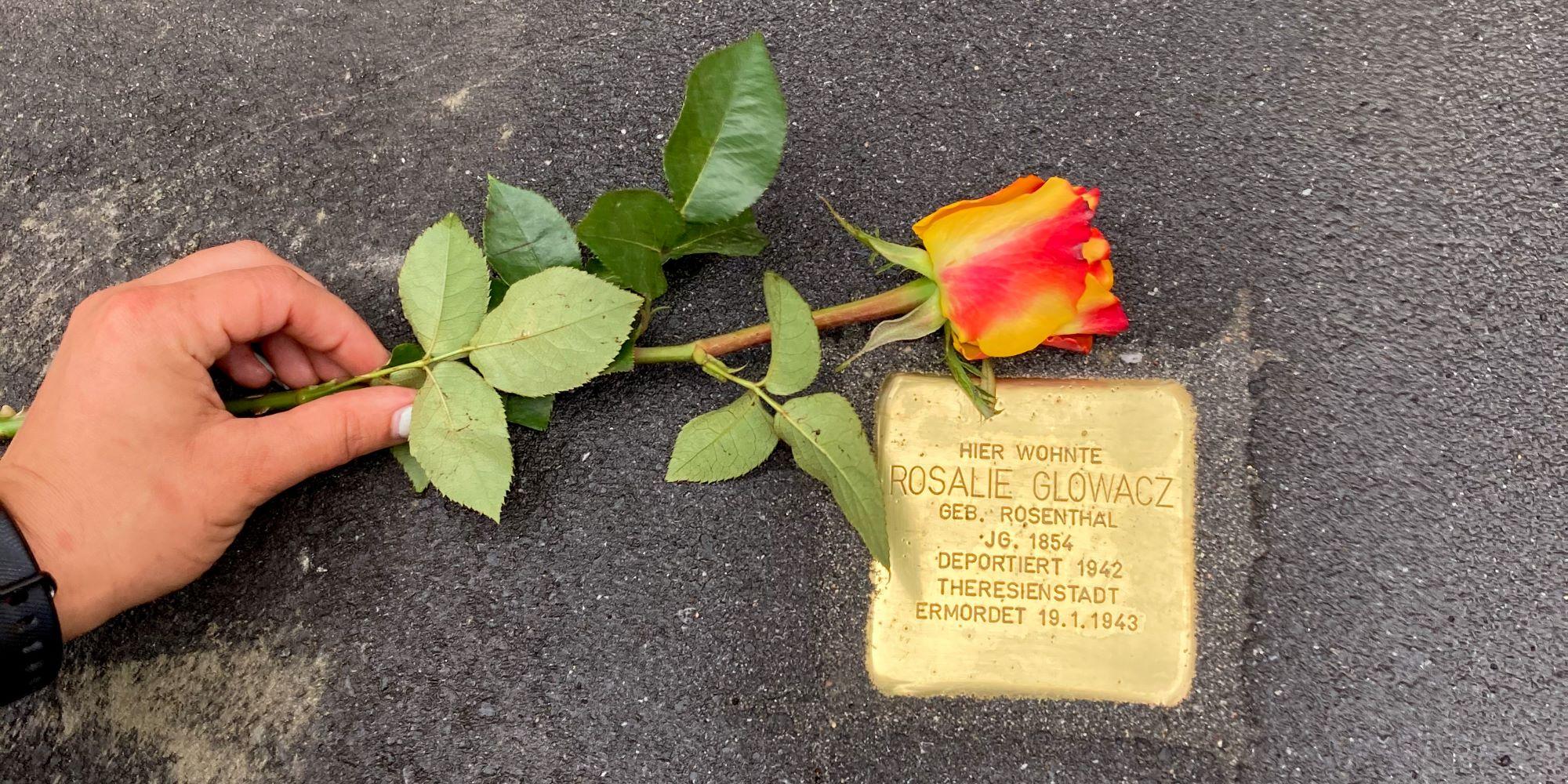 Zwei weitere Stolpersteine an Dorstfelds Straßen