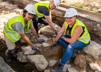 DEW21 findet alte Stadtmauer am Ostwall – und ändert Baupläne