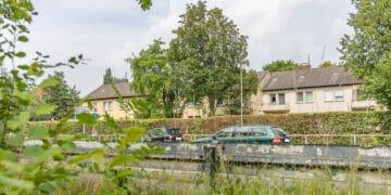 Für diese Häuser Am Hombruchsfeld sind Dachgeschoss-Aufstockungen vorgesehen. (Fotos: Wir in Dortmund)