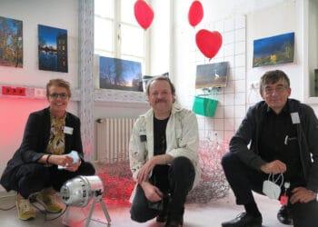 (v. l.) Pflegedirektorin Yvonne Auclair, Künstler Guido Elfers und Priv.-Doz. Dr. Gerhard Reymann bei der Vernissage. (Fotos: Wir in Dortmund)