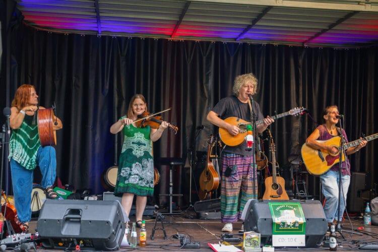 Fragile Matt begeisterte beim Sommer-Open-Air das Publikum mit einem  spielfreudig vorgetragenem Repertoire irischer Folkmusik. (Fotos: Wir in Dortmund)
