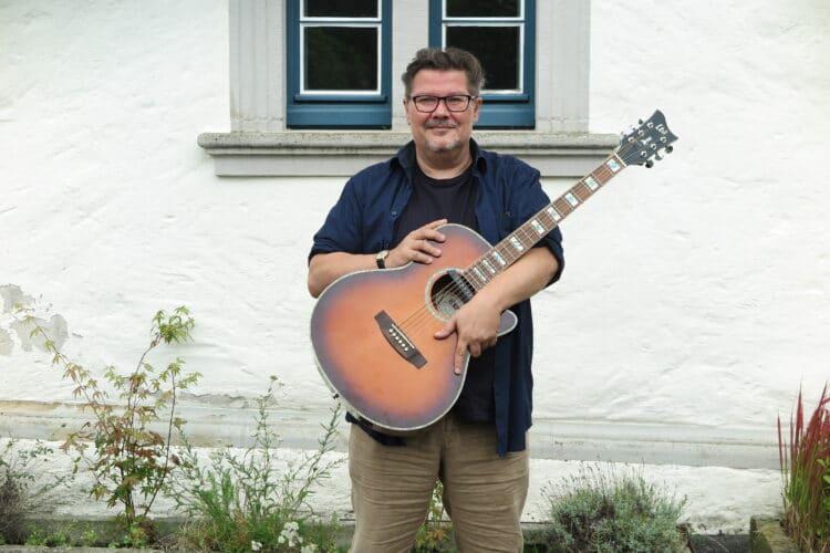Gitarrist Holger Weber spielt bei beiden Konzerten. (Fotos: Wir in Dortmund)