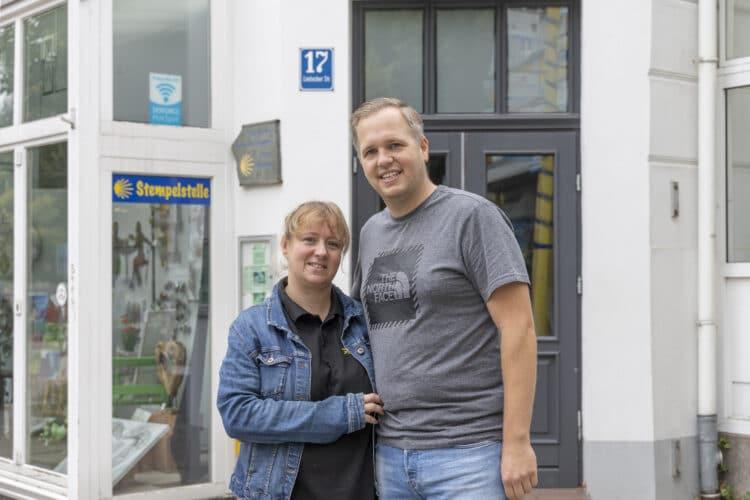 Annika und René Rosenthal wagen es: Noch im Laufe des Herbstes soll ins Café Blickpunkt wieder Leben einziehen – die Lütgendortmunder wird's freuen. (Foto: Wir in Dortmund)