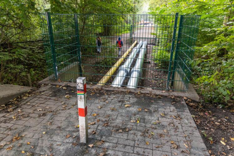 """""""Querfeldein"""" funktioniert auch - zur Not. Als Dauerlösung für eine komplette Schule ist das aber keine gute Idee. (Foto: Wir in Dortmund)"""