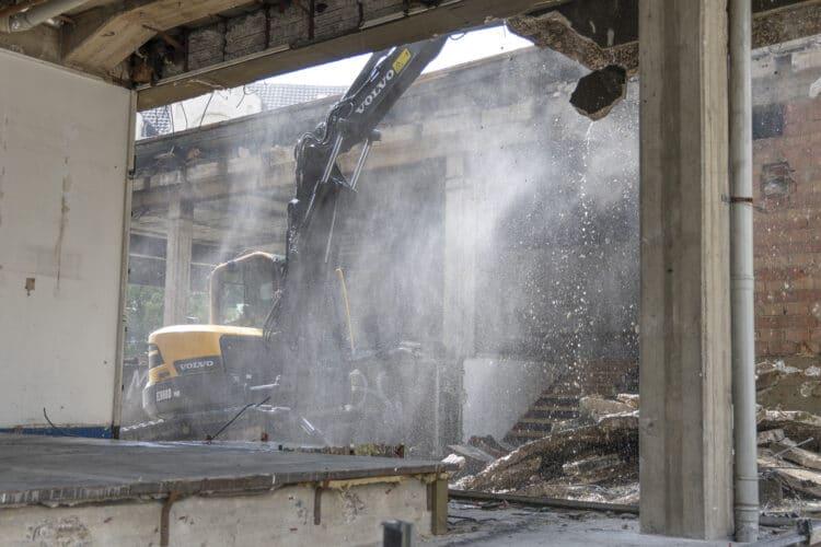 Im Juni  gaben die Bagger im Lütgendortmunder Zentrum noch richtig Gas, mittlerweile aber ist seit etlichen Wochen Stillstand eingekehrt. (Archivfotos: Wir in Dortmund)