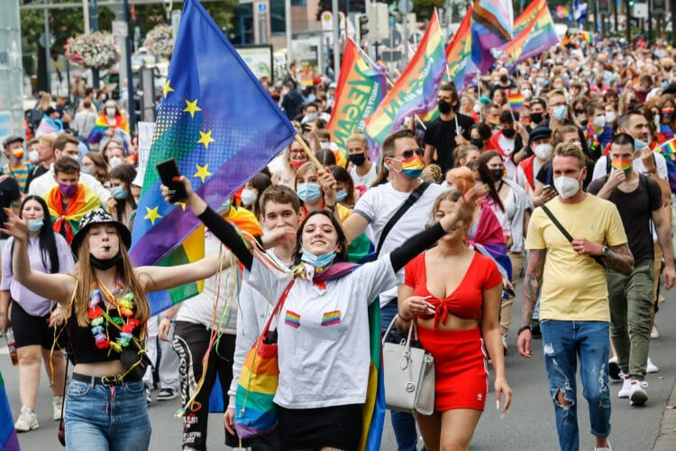 Rund 3.200 Menschen demonstrierten für eine vielfältige Gesellschaft. (Fotos: Oliver Schaper/Wir in Dortmund)