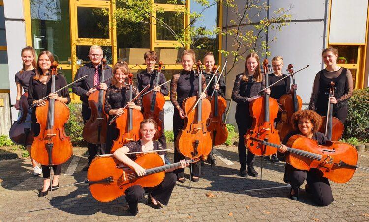 Das Cello-Zwölftett (Foto: Mechthild van der Linde/Musikschule Dortmund)