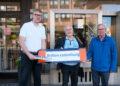(v. l.) Optiker Nils Berndt mit Burkhard Steffens und Bernd Göbel von der Kolpingsfamilie Do-Aplerbeck. (Foto: Wir in Dortmund)