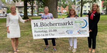 (v. l.) Antje Klein (Geschäftsführung Stadtbezirksmarketing), Susanne Bonczek (Stadtteilbibliothek Mengede), Nina Speziale (Seniorenbüro Mengede) und Britta Wienbrandt (Sparkasse-Dortmund); (Foto: Stadt Dortmund/Stadtbezirk Mengede)