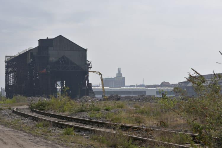 Das weitläufige ehemalige Hoesch-Gelände während der Abbrucharbeiten im Frühjahr 2020. (Archivfoto: Wir in Dortmund)
