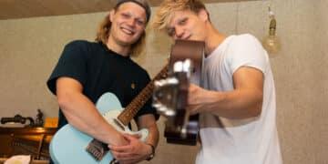 Finn und Jonas sind Musiker aus Hörde und treten am heutigen Freitag im evangelischen Gemeindehaus auf. (Foto: Wir in Dortmund)