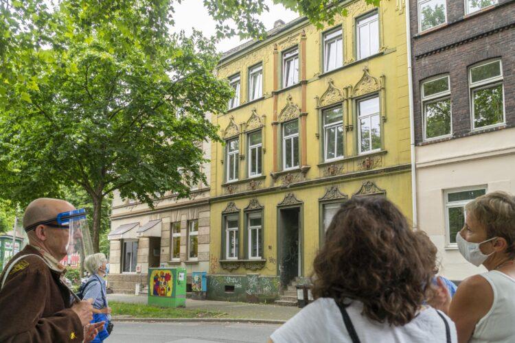 Bereits im Jahr 2020 bot Wolfgang Kienast (l.) einen Jugendstil-Spaziergang durch Hörde an. (Foto: Wir in Dortmund)