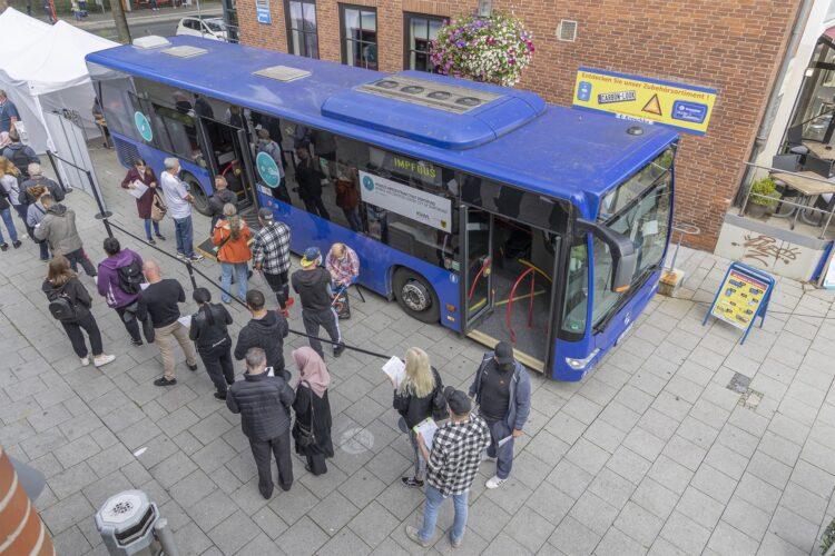 Bereits im August machte der Impfbus auf dem Huckarder Markplatz Halt. (Foto: Wir in Dortmund)