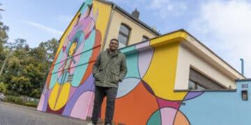 Der farbenfrohe Engel von der Rheinischen Straße ist Marcos Rodrigo Neves' zweites Dortmunder Fassadenkunstwerk. (Fotos: Wir in Dortmund)