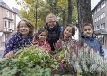 """Im nächsten Jahr wird das Projekt """"Nutzgarten"""" in einem der beiden Beete wieder in Angriff genommen. Schon jetzt aber kümmern sich die Kita-Kinder darum, dass der Mini-Garten einen gepflegten Eindruck macht. (Fotos: Wir in Dortmund)"""