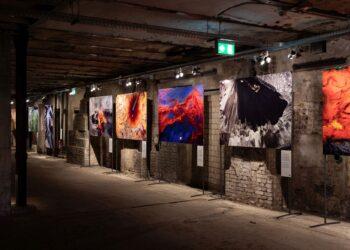 """Blick in die Ausstellung """"Hidden  Costs"""" im Keller der Maschinenhalle. (Foto: LWL/Gehrmann)"""