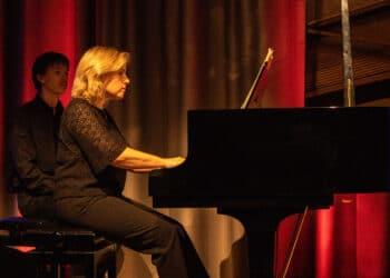 """Die französische Pianistin Aurélie Namont eröffnete mit ihrem Auftritt im Mengeder Amtshaussaal die neunte Konzertreihe """"Musik im Amtshaus"""". (Fotos: Wir in Dortmund)"""