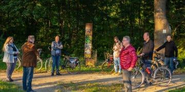 """Claudia Balke (l.) vom """"nordwärts""""-Team der Stadt Dortmund informierte die Teilnehmer*innen vor Ort. (Fotos: Wir in Dortmund)"""
