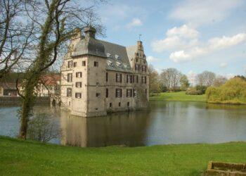 Das Schloss Bodelschwingh liegt am Dortmunder Rundwanderweg, der in einem Lichtbildervortrag vorgestellt wird. (Foto: privat)