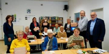 Ein Kurs in der AWO Begegnungsstätte, Rodenbergstraße 70, mit Sponsoren und Kursleitern. (Foto: Wir in Dortmund)