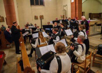 Die Heider Spielgruppe bei ihrem Weihnachtskonzert 2019 in der Kath. St. Remigius Kirche. (Archivfoto: Wir in Dortmund)